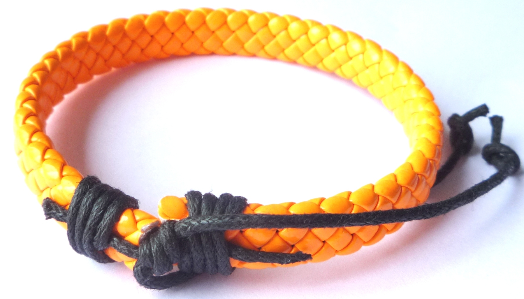 Bracelet simili cuir de couleur orange fluo